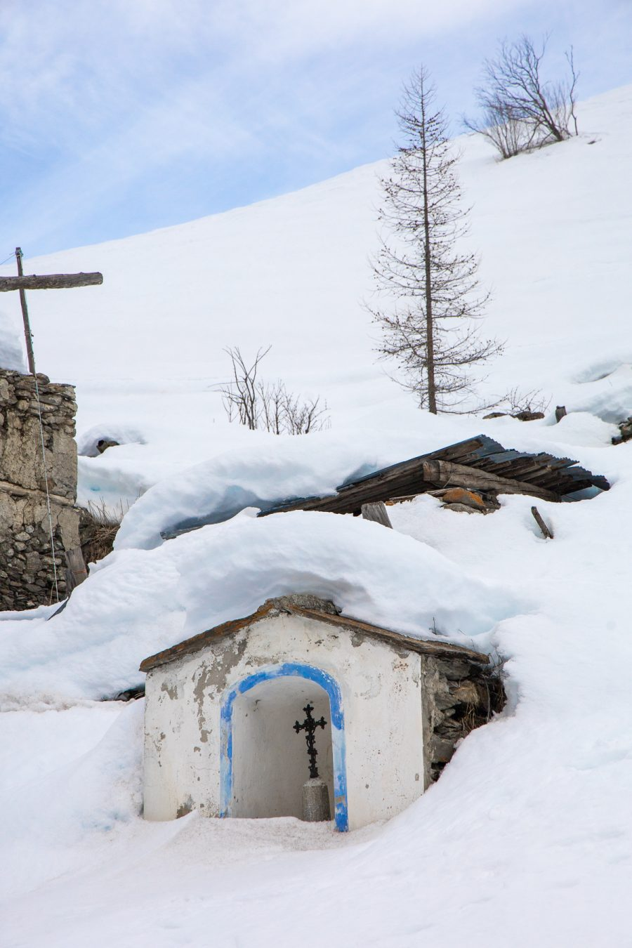 Small chapel under the snow at Laval, 2020